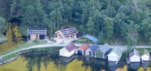 Slik såg turhytta ved Myrdalsvatnet ut tidleg i juni. No er hytta ferdig, og vert feira med opningsfest på søndag. (Foto: Morten Nygård).